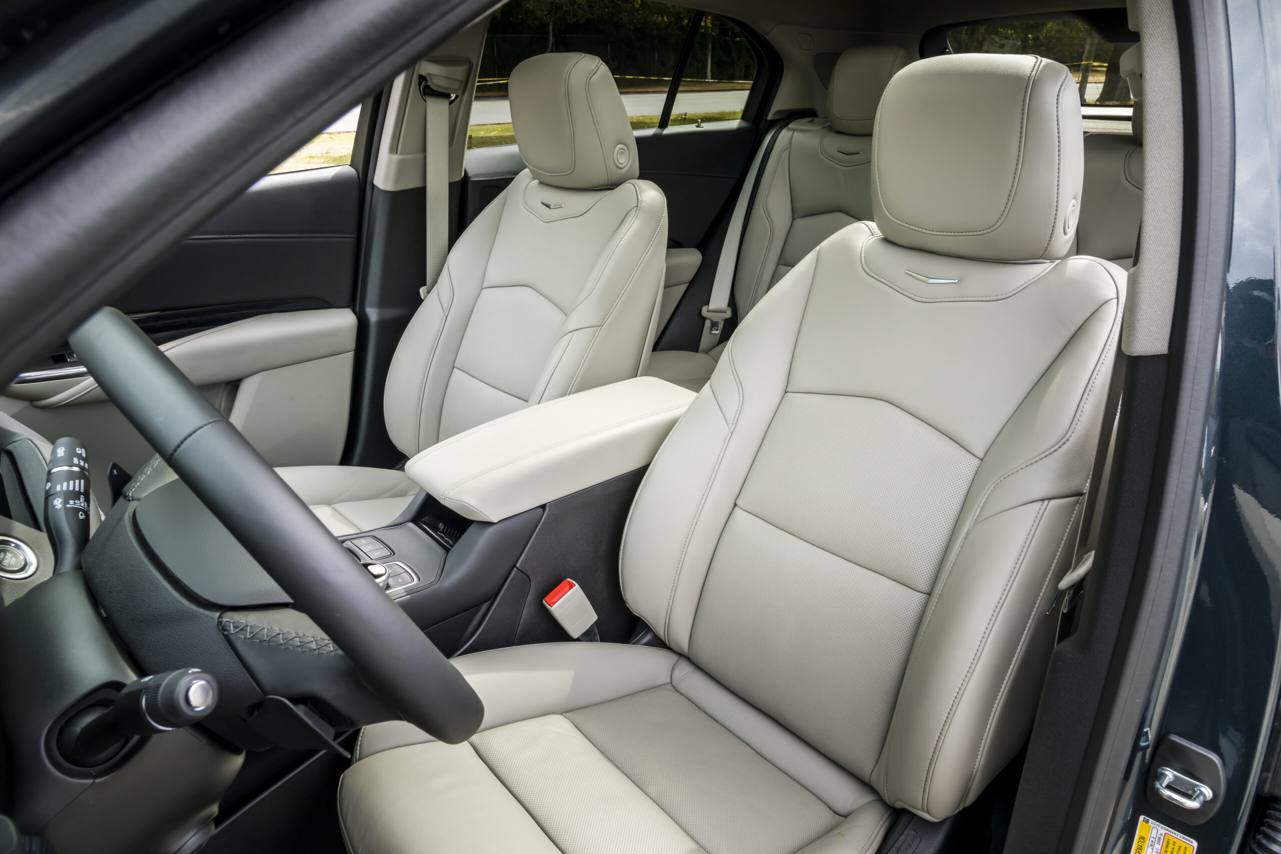 The interior of the XT4 is powerful, youthful and sporty.