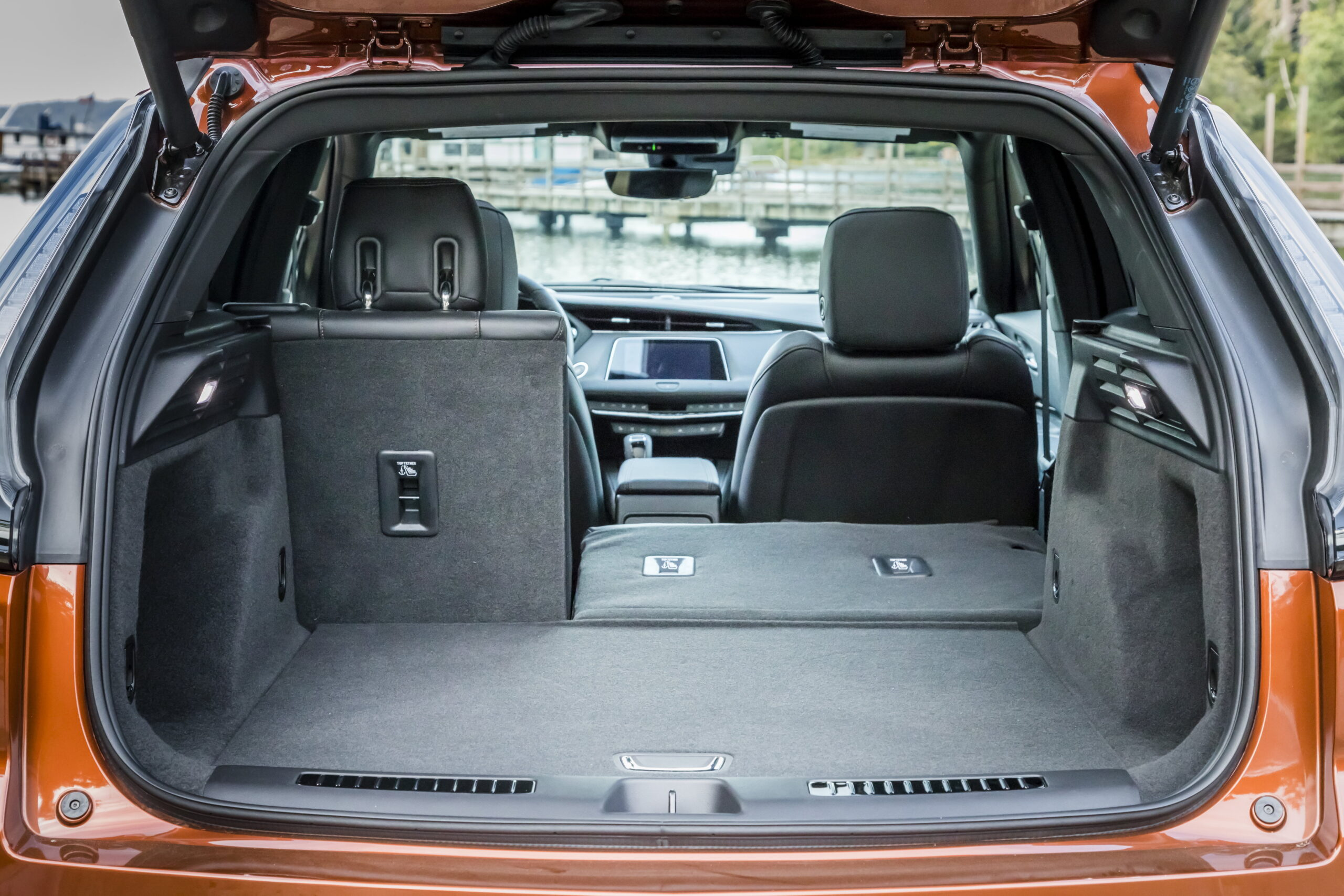 For a compact luxury SUV, the XT4 offers a maximum load capacity of 1,385 liters with the rear seats folded down.