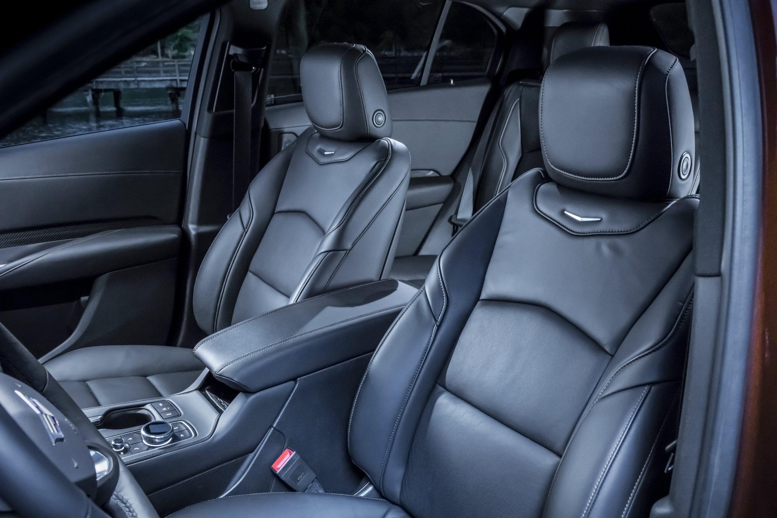 Cadillac XT4 interni in pelle
