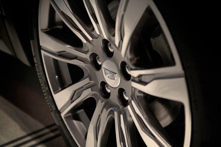 Ruota Cadillac XT4 con motore turbo diesel 2.0