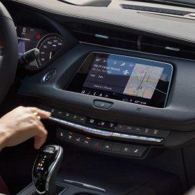Interni e sistema di infotainment della nuova Cadillac XT4 in vendita presso Gruppo Cavauto situato a Monza